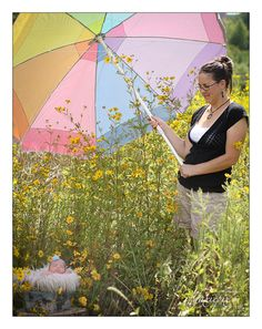 Top 5 Secrets to Successfully Photographing Newborns Outdoors  The umbrella is brilliant! I usually have a reflector to block the light but this would be easier!