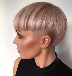 50 Best Pixie And Bob Cut Hairstyle Ideas 2019 - Frauen Haar Modelle Short Wavy Pixie, Pixie Cut With Bangs, Short Hair Cuts, Short Hair Styles, Popular Short Hairstyles, Summer Hairstyles, Cool Hairstyles, Hairstyle Ideas, Hairstyles Pictures