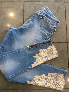What if we took this same concept, and applied it the slits on jean skirts? Diy Jeans, Diy Ripped Jeans, Recycle Jeans, Denim And Lace, Lace Jeans, Jeans And Boots, Shabby Chic Outfits, Jean Crafts, Denim Crafts