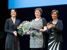 Crown Princess Mary of Denmark presented the Cancer Society's Honour Award 2016 (Kræftens Bekæmpelses Hæderspris) in connection with the Cancer Day. The award ceremony took place at Copenhagen Royal Theatre.