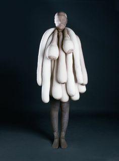 Miyake, van Beirendonck, Viktor & Rolf, Margiela: Arrrgh! Monsters in Fashion | Revista Código