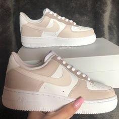 Brown Nike Shoes, Cute Nike Shoes, Cute Sneakers, Brown Sneakers, Nike Brown, Jordan Shoes Girls, Girls Shoes, Zapatillas Nike Air Force, Nike Shoes Air Force