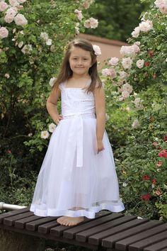 1ae3ed80c7c Dětské bílé šaty na svatbu - dětské šaty pro družičky - Půjčovna šatů-  Svatební studio Nella- Česká Lípa