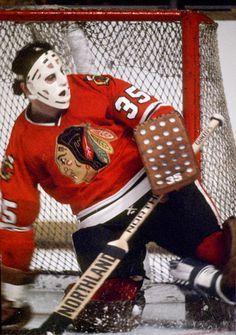 Tony Esposito, Chicago Blackhawks - Real Men where MASKS! And chainsaws! Chicago Blackhawks Players, Chicago Hockey, Blackhawks Hockey, Hockey Goalie, Hockey Teams, Hockey Players, Ice Hockey, Hockey Room, Hockey Baby