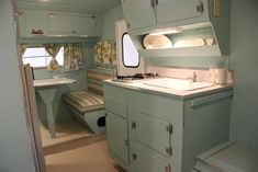 Camper Interior Remodel DIY Travel Trailers – Just about all travel trailers utilize wood veneer. This will go quite a way to giving your family camper a whole new appearance. It's well-known that RVs aren't known for their stylish interiors. Retro Caravan, Vintage Campers Trailers, Vintage Caravans, Retro Campers, Camper Trailers, Caravan Ideas, Scamp Camper, Retro Rv, Tiny Camper
