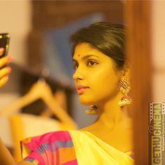 Niranjani Ahathian (5) yellow saree mirror selfie Actress Niranjani Ahathian Gallery | Kannum Kannum Kollai Adithaal fame All Indian Actress, Indian Actress Gallery, Indian Actresses, Love Posters, Power Girl, Beauty Full Girl, Cinema, Celebs, Glamour