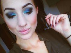 #eyemakeup #eyebrows #makeup #blackeyeshadow #black #blue #hazeleyes #allblack #donemymakeup #alldone #girl #smokeyeyes #smokeyeye