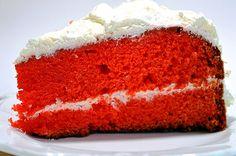 Ένα κατακόκκινο κέικ, απόλυτα γιορτινό! Υλικά: 2 ½ κούπες αλεύρι γοχ 2 κούπες ζάχαρη 1 κούπα λάδι 1 κ.γλυκού σόδα φαγητού 1 κ.γλυκού αλάτι 1 κ.γλυκού...