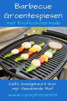 Als het lekker warm weer is, vinden we het lekker om te barbecueën. Met een paar ingrediënten verzon ik ter plekke deze barbecue groentespiesen met knoflookmarinade. Ze vielen zo in de smaak, dat ik het recept voor dit barbecue bijgerecht niet meer wil vergeten. Daarom pen ik het neer in mijn online kookboekje en deel ik dit vega barbecue recept met alle liefde met jou! Grill Pan, Grilling, Griddle Pan, Crickets
