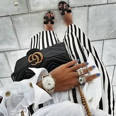"""""""Mi piace"""": 4,262, commenti: 74 - STYLE BY NELLI (@stylebynelli) su Instagram: """"Striped Palazzo Pants & #hermes Sandals  #stylebynelli #ootdshare #outfitinspo #bag #gucci…"""" White Fashion, Paris Fashion, Autumn Fashion, Style Fashion, Chic Black Outfits, Flat Shoes Outfit, Insta Look, Ootd, Fashion Addict"""