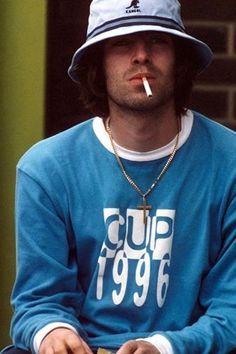 Liam Gallagher: il fan più affezionato al cappellino della Kangol Outfits Casual, Hipster Outfits, Outfits With Hats, Grunge Style, 90s Style, Bucket Hat Outfit, Ropa Hip Hop, Oasis Band, Look Kylie Jenner