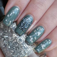Lucy's Stash: A Day at the Zoo with elephant nail art! http://www.lucysstash.com/2012/07/a-day-at-zoo-with-elephant-nail-art.html