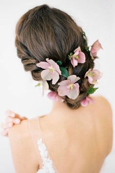 Bridal Hairstyles : 30 Unforgettable Wedding Hairstyles With Flowers  To emphasize tenderness br