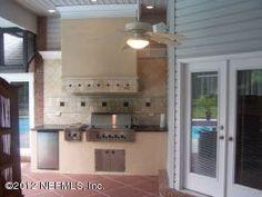Love this outdoor kitchen...