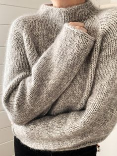 Wooly Jumper, Hand Knitted Sweaters, Sweater Knitting Patterns, Knitting Designs, Knit Patterns, Knitting Terms, Knitting Stitches, Knitting Yarn, Hand Knitting