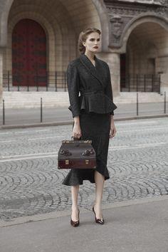 "sukhomlinova: ""Ulyana Sergeenko ready-to-wear autumn-winter Paris Fashion Week "" 1940s Fashion, Look Fashion, Autumn Fashion, Vintage Fashion, Fashion Outfits, Fashion Week Paris, Runway Fashion, Womens Fashion, Look Vintage"