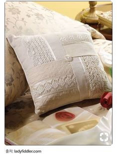 Like This Idea For Pretty Pillow - Can Use Fabric & wie diese idee für hübsches kissen - kann gewebe benutzen & & comme cette idée pour un joli oreiller - peut utiliser du tissu & como esta idea para una almohada bonita: puede usar tela Sewing Pillows, Diy Pillows, Accent Pillows, Decorative Pillows, Throw Pillows, Pillow Ideas, Pillow Inspiration, Lace Pillows, Cushion Ideas