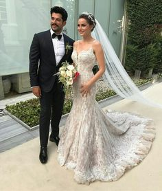 Burak Özcivit's bride has one of the most wonderful wedding dresses ever. My style of wedding dress and veil :) My type of groom :) Turkish Wedding, Groom Looks, Bridal Wedding Dresses, Celebrity Weddings, Celebrity News, Beautiful Bride, Cute Couples, Wedding Styles, Dream Wedding