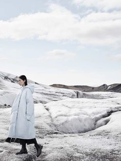 COS enlists Chinese top model Fei Fei Sun to star in their Fall Winter advertising campaign captured by fashion photographer Karim Sadli. Outdoor Photography, Fashion Photography, Photography Ideas, Fei Fei Sun, Fashion Foto, Ad Fashion, Mood Instagram, Outdoor Fashion, Textiles