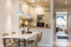 Lägenhet i Stockholm - Skeppsholmen Sotheby's International Realty Lofts, Kitchen Reno, Kitchen Dining, Stockholm, Dinner Room, Light In, Functional Kitchen, Blog Deco, Home Kitchens
