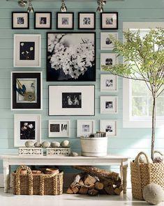fotos originales, ideas atractivas para decorar el interior con fotos, fotografías en blanco y negro en marcos de diferente tamaño, salón en estilo boho chic