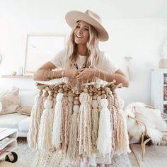 Diy Home Crafts, Cute Crafts, Crafts To Make, Arts And Crafts, Boho Wall Hanging, Beaded Garland, Macrame Patterns, Felt Ball, Boho Baby