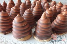 Homemade chocolate kisses Source by Cake Bars, Cookie Desserts, No Bake Desserts, 5 Ingredient Desserts, Czech Recipes, Homemade Chocolate, Sweet And Salty, Four, Nutella