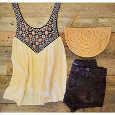 summer outfit- love the shirt and bag Pretty Outfits, Cute Outfits, Short Outfits, Look Con Short, Complete Outfits, Fashion Outfits, Womens Fashion, Passion For Fashion, Spring Summer Fashion
