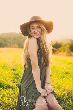 Callie Corum, Knoxville senior portraits photos, Berean Christian senior, shanell bledsoe photography, casual outdoor, boho, hippie