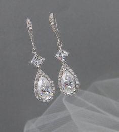 Crystal boucles d'oreilles mariée boucles par CrystalAvenues, $38.00