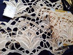 Vintage Aufnäher -  ❤1m/20cmVintagePlauenerSpitze, Jugendstil ❤ - ein Designerstück von mypatchworld bei DaWanda Designer, Embroidery, Etsy, Vintage Lace, Art Nouveau, Fabrics, Appliques, Needlepoint, Crewel Embroidery