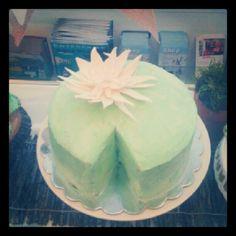 New Flowers Birthday Cake Lily Ideas Birthday Cake With Flowers, Wedding Cakes With Flowers, Birthday Cake Girls, First Birthday Parties, First Birthdays, Birthday Cakes, Birthday Ideas, Lily Cake, Bouquet Wrap