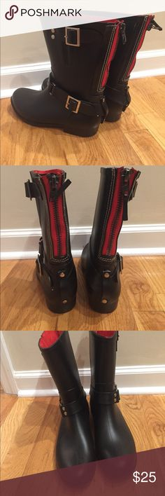 Steve Madden lined rain boots zip back The newest look with  double buckle & exposed red zipper back entry and red felt lined Steve Madden boots make any rainy day look great. Great condition! Steve Madden Shoes Winter & Rain Boots