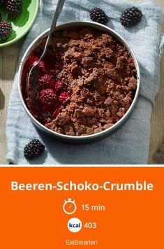 Beeren-Schoko-Crumble - smarter - Kalorien: 403 kcal - Zeit: 15 Min. | eatsmarter.de #schoko #crumble #dessert Clean Eating, Healthy Eating, Healthy Food, Torte Cake, Eat Smarter, Min, Food Inspiration, Sugar Free, Tart