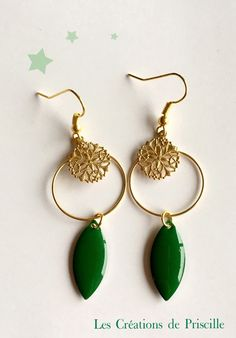 Boucles d'oreilles gouttes vertes breloques rondes  dorées