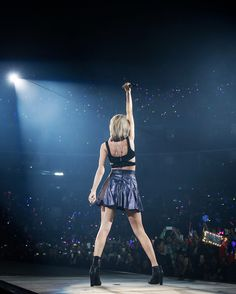 Taylor performing New Romantics during the 1989 World Tour in Shanghai night one 11.10.15