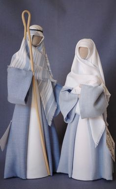 Lovely Nativity. This New Zeeland site has the Holy Family in outfits of many colors.  N1: Mid & light blue—Joseph with striped headdress