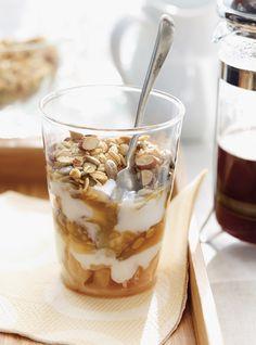 Apple Parfait with Maple Caramel Recipes Dessert Cake Recipes, Healthy Dessert Recipes, Brunch Recipes, Delicious Desserts, Breakfast Recipes, Yummy Food, Breakfast Ideas, Caramel Recipes, Apple Recipes