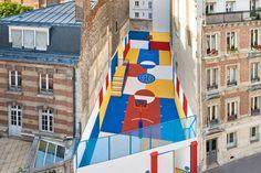 La marque de vêtements parisienne Pigalle s'est associée au studio Ill Studio pour transformer un vieux terrain de basketball, situé rue Duperré à Paris, en une véritable oeuvre d'art.  Le désir de la marque était que le terrain ressemble à sa nouvelle collection d'été, le studio s'est inspiré d'une oeuvre de l'artiste russe Kazimiz Malevich pour transformer cet espace étriqué en une magnifique oeuvre bariolée.