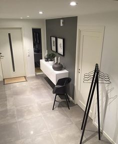 Untitled Ohne Titel Untitled Ohne Titel Love the above door sign. Need mirror like this in hallway. Grey and white colour scheme is truly a hyg. Entrance Foyer, House Entrance, Entry Hall, Foyer Decorating, Interior Decorating, Interior Design, Casa Loft, Flur Design, Hygge Home