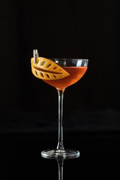 The Art of the Cocktail Garnish - Moody MixologistSunset Strip cocktail featuring a carved orange peel garnish.The Tessmanian DevilCocktail garnished with chili pepper More//////The Art of the Cocktail Garnish - Moody Mixologist Sunset Strip Raspberry Cocktail, Cocktail Garnish, Cocktail Drinks, Cocktail Sauce, Cocktail Recipes, Cocktail Movie, Cocktail Attire, Cocktail Shaker, Cocktail Dresses