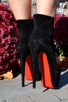 Just stunning shoes Louboutin High Heels, Red High Heels, Sexy Boots, Sexy Heels, Pretty Shoes, Beautiful Shoes, Wedges Outfit, Cheap Christian Louboutin, Red Bottom Shoes