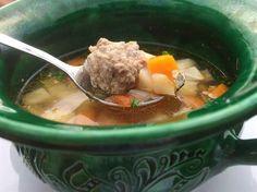 A lecsóhoz hasonlóan Erdély ismert ételének, a csorbának is rengeteg változata Pot Roast, Soup, Beef, Ethnic Recipes, Carne Asada, Meat, Roast Beef, Soups, Steak