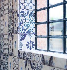 Het behang van Wall & Decò lijkt wel kunst Roomed | roomed.nl