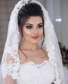 59 Ideas for indian bridal makeup looks receptions Hairstyles For Gowns, Wedding Tiara Hairstyles, Bridal Hair Updo, Bride Hairstyles, Dramatic Wedding Makeup, Indian Bridal Makeup, Wedding Makeup Looks, Make Up Braut, Blush Wedding Flowers