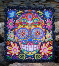 Sugar Skulls 2016 collaboration cookie by Vintique Cakes (Anita) WOW! Talk about over the top design, talent, and color scheme Day Of The Dead Cake, Day Of The Dead Party, Sugar Skull Cakes, Sugar Skulls, Frida Kahlo Party Decoration, Fun Cookies, Decorated Cookies, Fiesta Cake, Teen Cakes