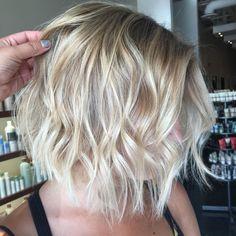 Wavy+Blonde+Balayage+Bob+For+Fine+Hair