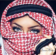 The Secrets and Tricks of the Glamorous Makeup of Arabic Women Arabian Eyes, Arabian Makeup, Arabian Beauty, Gorgeous Eyes, Beautiful Hijab, Pretty Eyes, Cool Eyes, Egyptian Eye Makeup, Niqab Eyes
