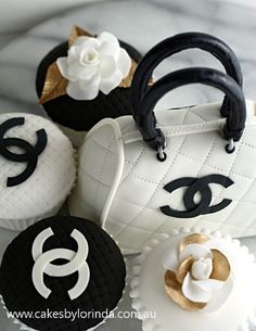 Chanel purse cake and cupcakes Pretty Cakes, Cute Cakes, Beautiful Cakes, Amazing Cakes, Coco Chanel Cake, Chanel Cupcakes, Deco Cupcake, Cupcake Cakes, Diva Cupcakes