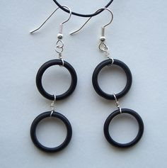 would love to see the black circles in these earrings made with seed beads